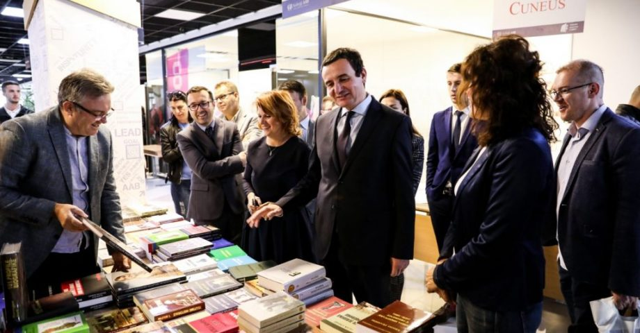 Panairin Vjeshtor të Librit AAB 2019, e vizitoi edhe Albin Kurti